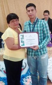 El certificado le habilita como artesana profesional.