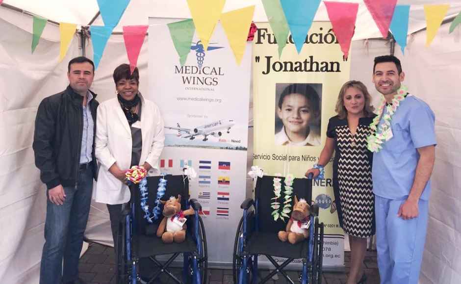 De izquierda a derecha: Edwin Rincón, gerente comercial de American Airlines en Ecuador; Glenda Johnson, directora de la Fundación Medical Wings International; Catalina Avilés, fundadora de la Fundación Jonathan; y, William Amaya, colaborador Medical Wings.