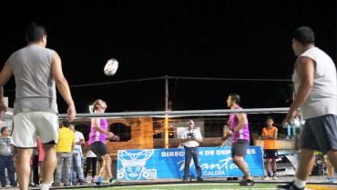 Uno de los juegos inaugurales del torneo.