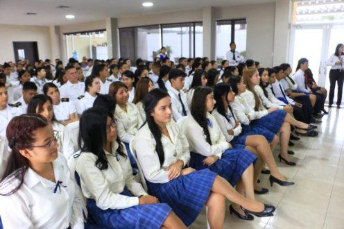 Estudiantes de bachillerato participaron en el foro sobre la hipertensión arterial organizado por el Patronato municipal de Manta.