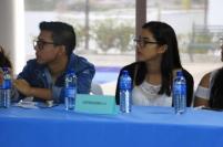 Estudiantes universitarios que participaron en el foro sobre la hipertensión.