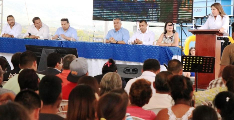 En la ceremonia inaugural, la vicepresidenta María Alejandra Vicuña pronuncia su discurso.