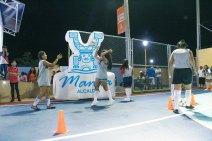 Un primer juego deportivo entre mujeres del barrio.