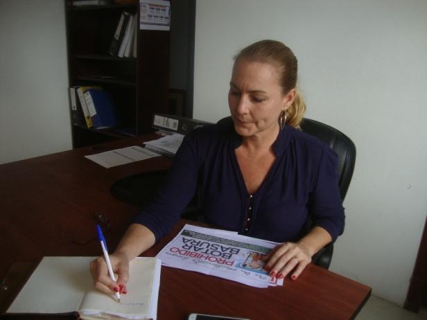 Esta dama, Pearl Boyes Fuller, es la primera gerente de la nueva Empresa Municipal de Aseo Integral Montecristi, E.P. Manabí, Ecuador.