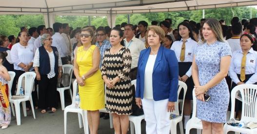 Invitados a la celebración cívica en el Hemiciclo de las Banderas.