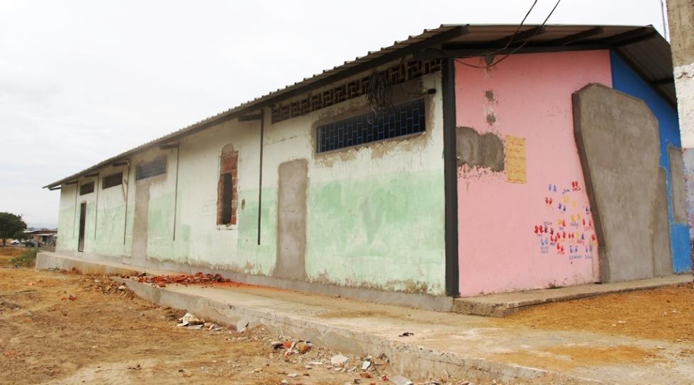 Sede social del Barrio Urbirríos de Manta, en reconstrucción. Manabí, Ecuador.