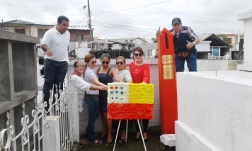 Ofrenda floral municipal en la tumba de Ramos Iduarte, coprotagonista de la Revolución Liberal ecuatoriana.