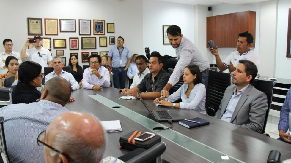 Reunión de representantes instituciones que buscan descontaminar el cauce del Río Muerto en Manta. Manabí, Ecuador.