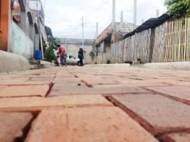 Este es un callejón de la Parroquia Leonidas Proaño y está siendo adoquinado.