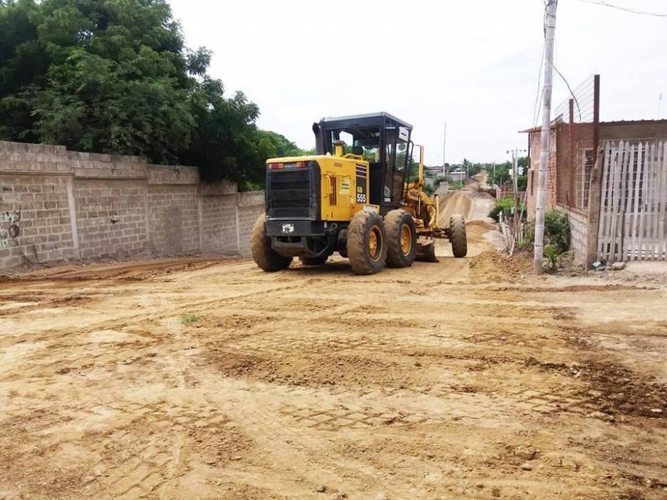 El nuevo equipo caminero permite llegar a los sitios marginales para nivelar sus calles.