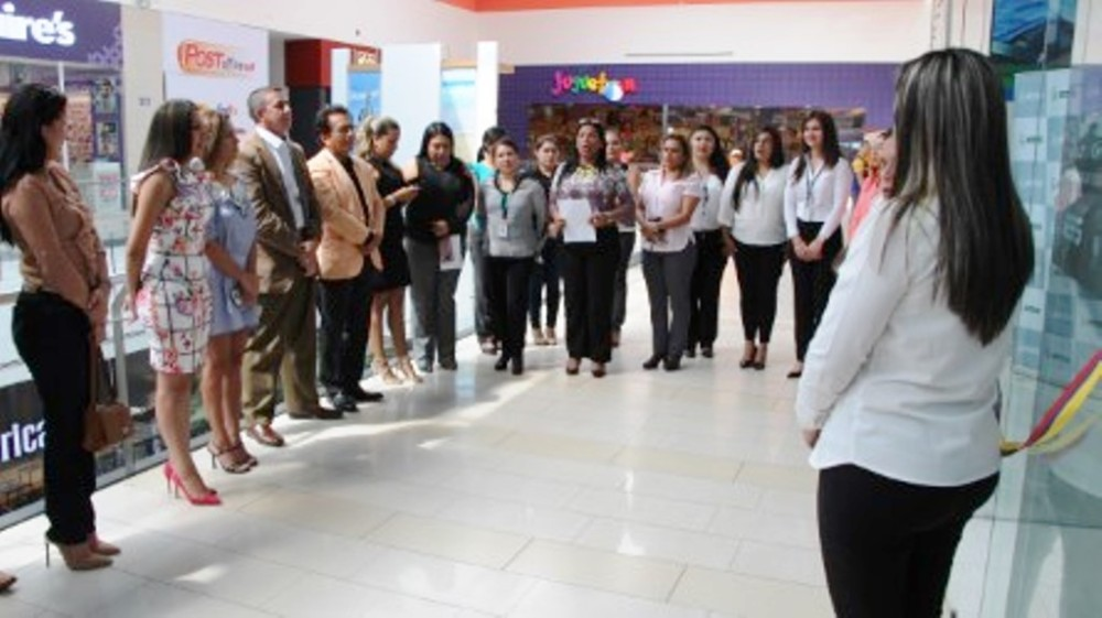 Inauguración del Centro de Atención Integral del IESS en el Mall del Pacífico de Manta. Manabí, Ecuador.
