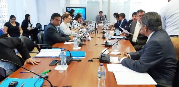 Jaime Estrada Bonilla presenta propuesta de Cámara de Industrias de Manta para que Comisión de Desarrollo Económico de la Asamblea Nacional del Ecuador la incluya en nueva Ley Económica. Quito, Ecuador.