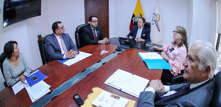 El Consejo Nacional de la Judicatura interino dialoga con el Fiscal General transitorio. Quito, Ecuador.