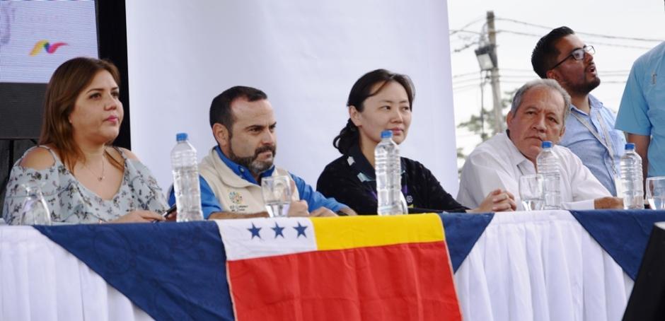 Autoridades públicas de Ecuador y China en la suscripción del contrato para construir el edificio para el Hospital Napoleón Dávila Córdova de Chone. Manabí, Ecuador.