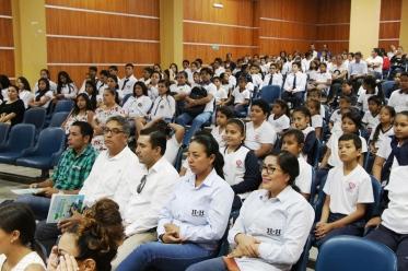 El Salón Auditorio Jumpachi Inoue, del Patronato municipal, se llenó de estudiantes que presenciaron la presentación del programa de Educación Ambiental.