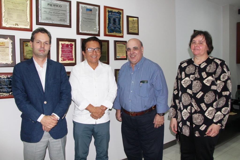 Representantes de Fundación Nexus (Buenos Aires, Argentina) visitan el Alcalde de Manta. Manabí, Ecuador.