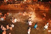 El baño de medianoche en el Río Carrizal.