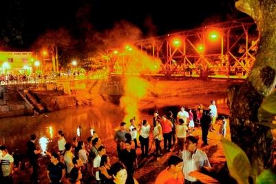 """Festejando entre """"los dos puentes"""" de Calceta."""
