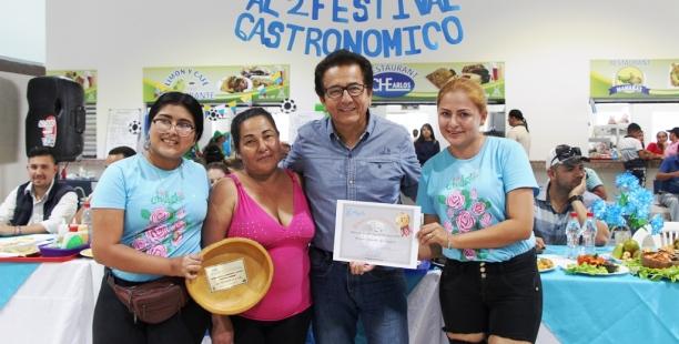 Las chefs ganadoras del Festival Gastronómico Día del Padre Mercado Los Esteros, Manta.