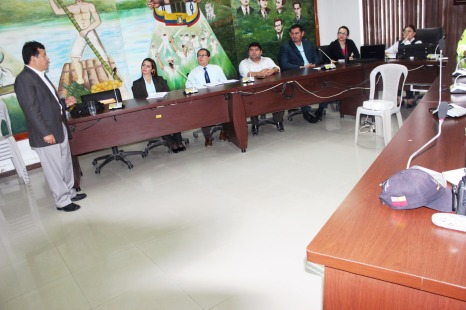 La charla de instrucción se dio en la Sala de Sesiones Andrés Delgado Coppiano del Palacio Municipal de Chone. El instructor es John Pavón.
