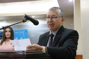 Profesor universitario Héctor Manosalvas, en el Salón de la Ciudad del Palacio Municipal de Manta. Manabí, Ecuador.