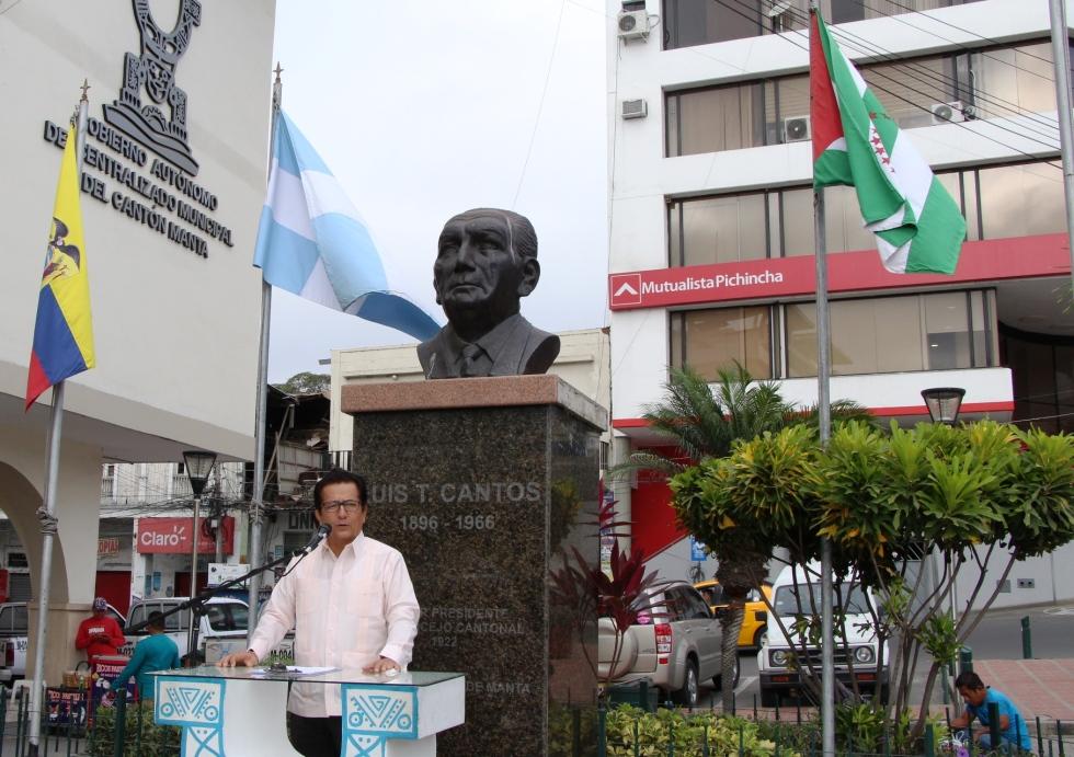 El alcalde de Manta, Jorge Zambrano Cedeño, durante su discurso en la Hora Cívica municipal por el Mes del Manabitismo (junio 2018). Manabí, Ecuador.