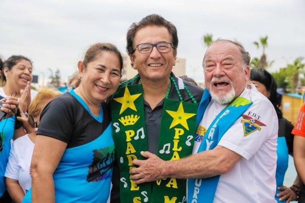 El Padre Símbolo de Manta por los bailoterapistas de la Playa El Murciélago.