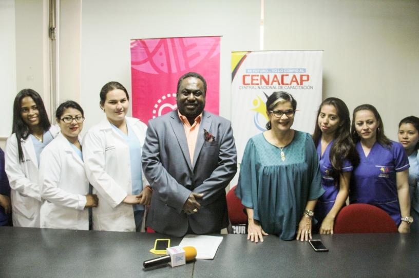 En el Patronato municipal de Manta: firma de un convenio de cooperación entre esta entidad y la CENACAP. Manabí, Ecuador.