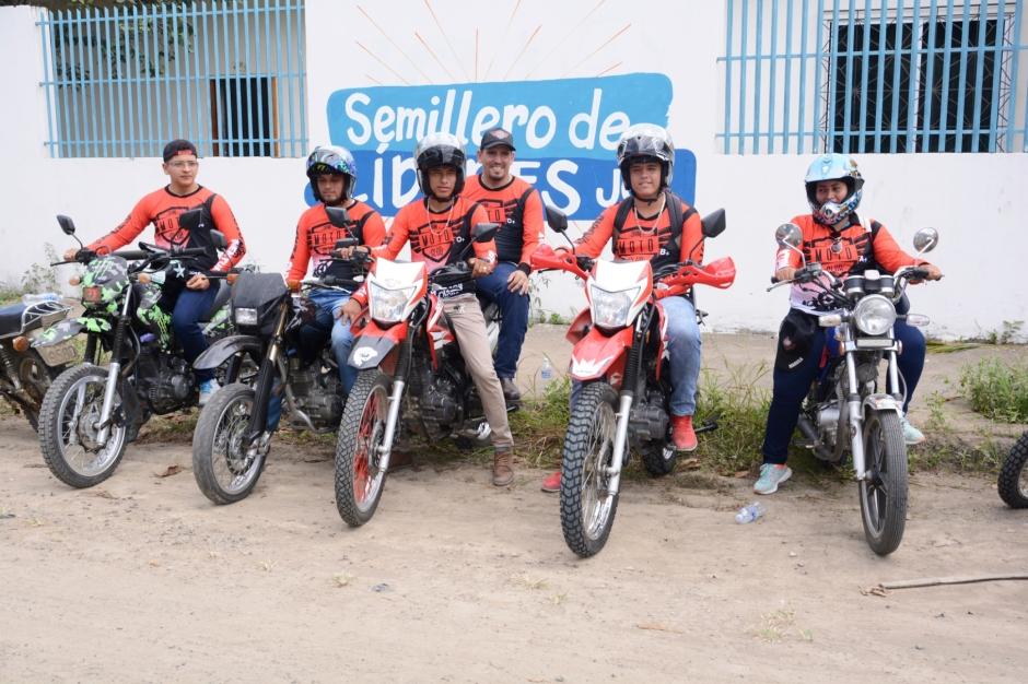 Socios del Chone Moto Club, organizador del rally de aventura que se correrá en agosto de 2018 por la zona rural de Chone. Manabí, Ecuador.