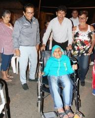 Ya no camina sin soporte, pero la silla rodante que le regalaron facilita la asistencia de sus familiares.
