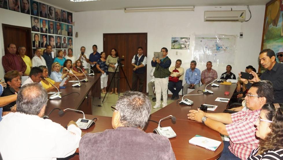 Reunión en la Alcaldía de Chone para organizar marcha pacífica pro nuevo hospital. Manabí, Ecuador.