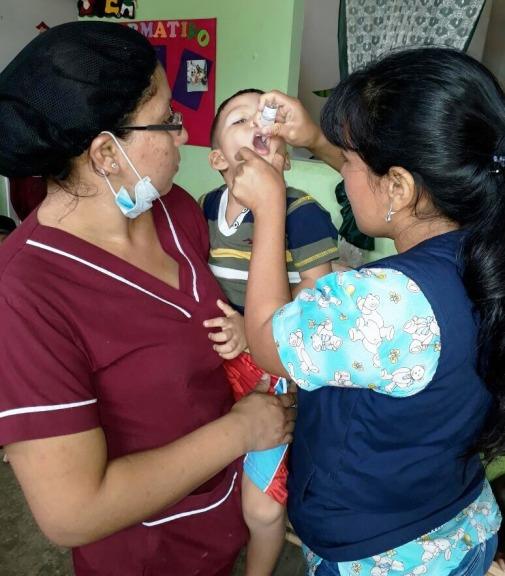 Vacunación en los centros públicos de iniciación escolar.