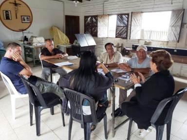 El Comité de Festejos durante su sesión para dejar listo el programa de las celebraciones parroquiales.
