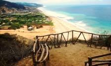 Desde El Faro de San Lorenzo, vista del poblado y su maravilloso entorno natural.