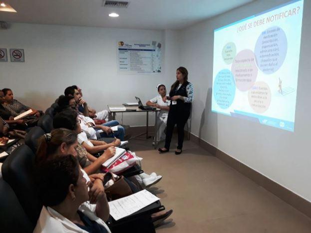 Instruyendo sobre la Notificación o Registro Sanitario, en Santo Domingo de los Tsáchilas.