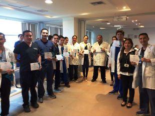 Con el certificado del curso realizado en Santo Domingo de los Tsáchilas.
