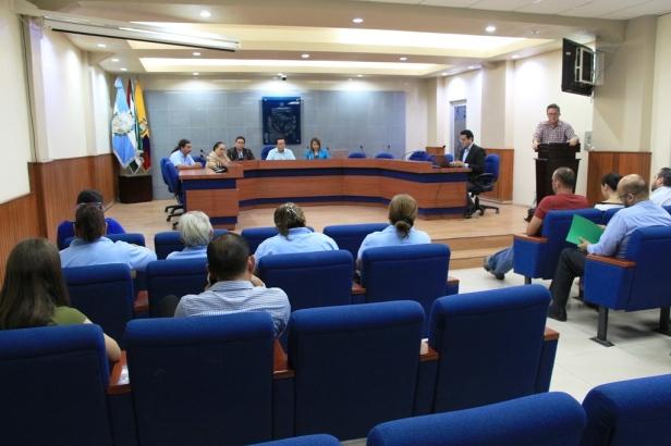 Audiencia Pública, en el Salón de la Ciudad de Manta, por la rehabilitación de dos unidades educativas de Tarqui. Manabí, Ecuador.