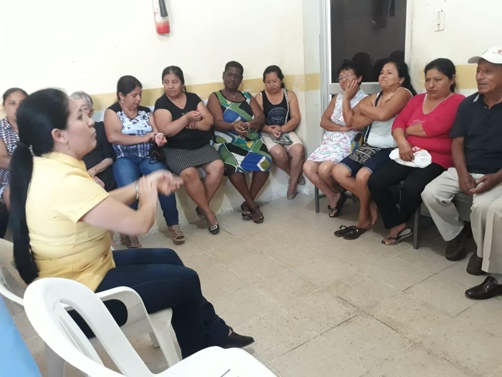 Curso de salud para quienes cuidan a personas discapacitadas. Centro de Salud Montecristi. Manabí, Ecuador.
