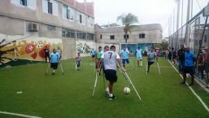 La discapacidad no es impedimento para jugar fútbol.