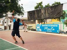 Jugar tenis apasiona a muchos.