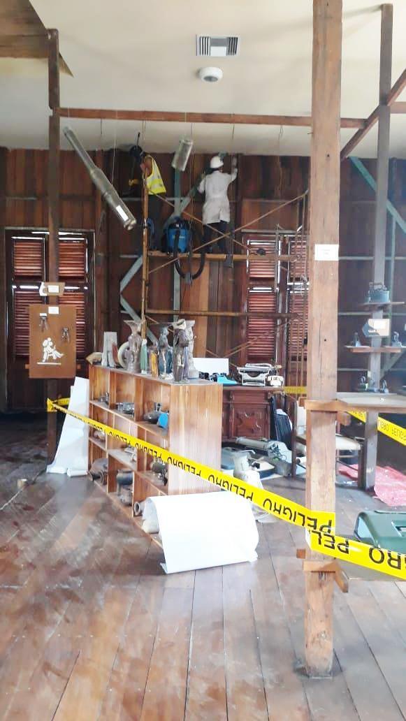 Trabajos de restauración en la sede del Museo Etnográfico Municipal Cancebí, en la ciudad de Manta. Manabí, Ecuador.