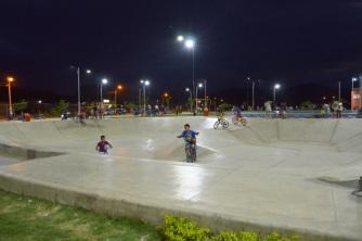 La novedosa pista de skate en el parque recreacional.