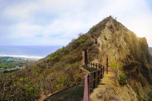 En la punta de este pico montañoso se halla el Faro de San Lorenzo.