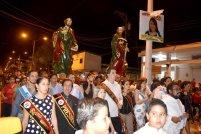 En la cabecera de la procesión: el sacerdote y los miembros de los gobiernos de negros y blancos.