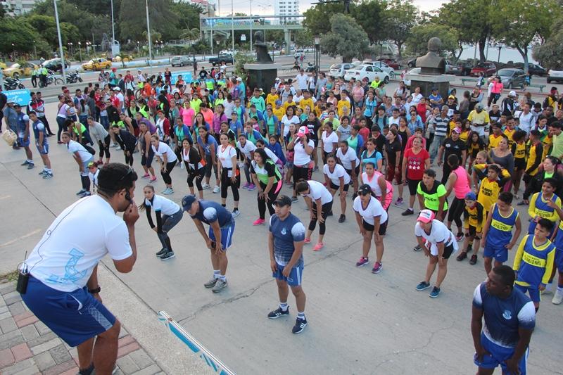 El bailoterapia pega fuerte en la ciudad de Manta. Manabí, Ecuador.
