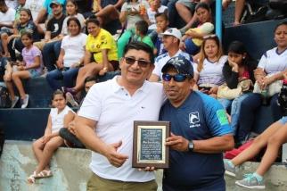 Premio a Marlon Emilio Arce Pincay.