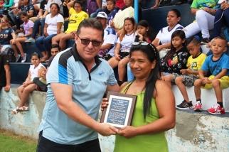 Premio a Jacqueline Francisca Espinoza Mero.