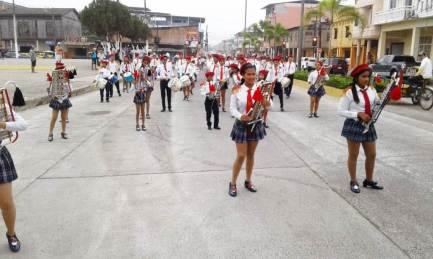 Desfile de estudiantes.