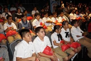 Los escolares concursantes, durante la premiación en Guayaquil.