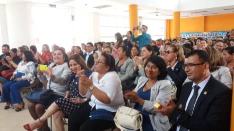 Invitados a la sesión solemne de la Unidad Educativa Réplica Manta.